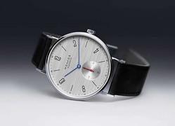 薄くてシンプル!だけどスーツに似合う大きめフェイスの腕時計