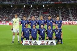 大迫がアジアカップぶりに復帰し、キャプテンマークは柴崎が巻いた。 写真:山崎賢人(サッカーダイジェスト写真部)
