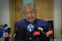 マレーシア・クアラルンプールで記者会見するマハティール・モハマド前首相(2020年8月7日撮影、資料写真)。(c)Vincent Thian / POOL / AFP
