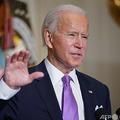 米ホワイトハウスで、新型コロナウイルス対策について述べるジョー・バイデン新大統領(2021年1月26日撮影)。(c)MANDEL NGAN / AFP