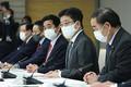 孤独・孤立対策に関する連絡調整会議で発言する加藤勝信官房長官(右から2人目)=3月12日、首相官邸