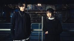 YOASOBIのコンポーザー・Ayaseさん(左)、ボーカル・ikuraさん(右)