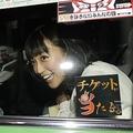 本誌直撃にビックリしながらも、次の瞬間には笑顔を見せた竹内アナ