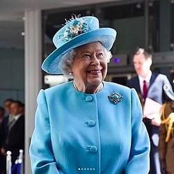 観光客をジョークで騙していたエリザベス女王(画像は『The Royal Family 2019年5月23日付Instagram「The Queen today visited @British_Airways, which will reach its centenary on 25 August.」』のスクリーンショット)
