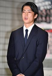 伊藤健太郎は「文春砲」にワンワン大泣き? 「反省してる」とTV関係者