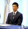星野監督の形見のネクタイを締めて前日会議に参加した矢野監督(撮影・沢田 明徳)