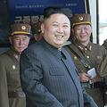 朝鮮人民軍軍種合同打撃示威を視察した金正恩氏(2017年4月26日付労働新聞より)