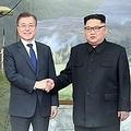 韓国の文在寅(ムン・ジェイン)大統領(左)と北朝鮮の金正恩(キム・ジョンウン)国務委員長(朝鮮労働党委員長、コラージュ)=(聯合ニュース)