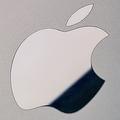 AppleのロゴがずれたiPhone11 Pro 30万円で取引されたと報じられる