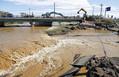 堤防が決壊した秋山川では、急ピッチで復旧作業が行われていた(13日午後1時32分、栃木県佐野市で)=飯島啓太撮影