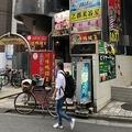 通りによっては日本語を見つける方が難しい場所も
