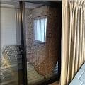 長野の一軒家の窓一面にスズメバチの巣「びっくりしつつすごいなと」
