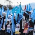 トルコの中国大使館前で、中国による弾圧を非難するウイグル族の女性たち(資料写真)=(EPA=聯合ニュース)