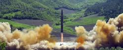 大陸間弾道ミサイル「火星14」型(2017年7月10日付労働新聞より)