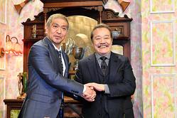 「探偵!ナイトスクープ」を卒業する西田敏行さん(右)と、3代目局長に就任する松本人志さん=2019年10月25日午後8時59分、大阪市福島区、井手さゆり撮影