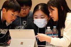 プログラミング教育の神髄は子どもの「心の中」に! 小中学生が試行錯誤でPepperをプログラミングして巨大すごろくに挑戦