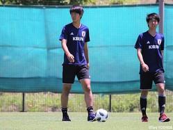 U-16日本代表の193cmCB佐古真礼(左)は無失点勝利と連発も狙う