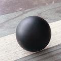 100均で買える「黒い球体」の正体を検証 パソコン用のお助けグッズ