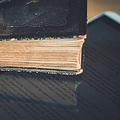 理解度に違いはないが…電子書籍より紙の本が優秀?数々の研究報告