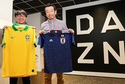 スカパラの川上氏(右)と音楽ジャーナリストの鹿野氏が、南米サッカーを語り尽くす。写真:茂木あきら(サッカーダイジェスト写真部)