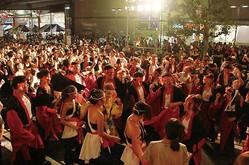 名古屋の大通りである「錦通」の一部を閉鎖!一夜限りの盆踊りが行われる/※画像はイメージ