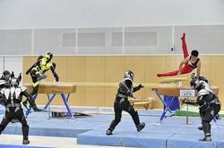 「世界体操」出場の谷川兄弟、仮面ライダーゼロワンとコラボ!あん馬の技で敵を蹴散らす