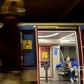 地下鉄内でマスクをしている乗客。ドイツ・ミュンヘンで(2020年10月13日撮影)。(c)Christof STACHE / AFP