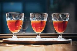 ワイングラスで浅煎りコーヒーを提供、スペシャルティコーヒー専門のロースターカフェが京都にオープン