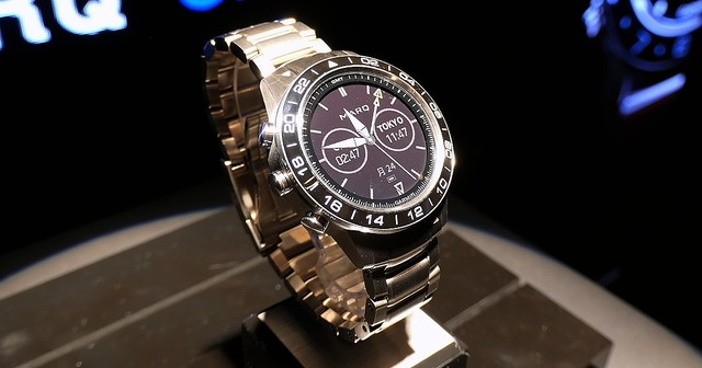 b76b6f25638cf ガーミン、GPS高級スマートウォッチ「MARQ」 - 特殊機能で空でも海でも車 ...