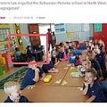 """南アフリカの小学校で人種差別が明らかに(画像は『The South African 2019年1月10日付「Schweizer-Reneke: Political parties blast school for """"racial segregation""""」(Twitter/@amokwena2)』のスクリーンショット)"""