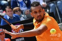 テニス、イタリア国際、男子シングルス1回戦。リターンを打つニック・キリオス(2019年5月14日撮影、資料写真)。(c)Andreas SOLARO / AFP