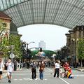 来場者の条件をなくして全国に拡大したユニバーサル・スタジオ・ジャパン(USJ)。パーク内の人出は少なめだ=7月20日、大阪市此花区、金本有加撮影