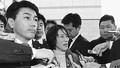 (写真)記者の質問に答える野党追及チーム座長代理の田村参院議員(中央)。左は座長の黒岩衆院議員=15日、衆院第2議員会館前