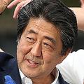 候補者の応援演説で気勢を上げる安倍晋三首相=11日(写真/時事通信フォト)