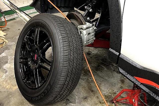 [画像] なぜタイヤに「窒素ガス」流行? 費用対効果は微妙? 空気と異なる特性とは