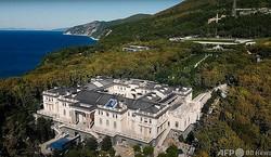 ロシアの野党勢力指導者アレクセイ・ナワリヌイ氏がウラジーミル・プーチン大統領の所有物だと主張する黒海沿岸に立つ邸宅。ナワリヌイ氏のユーチューブ・チャンネルより(2021年1月25日取得)。(c)AFP PHOTO /  Alexey Navalny Youtube Channel