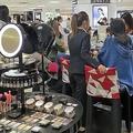 絶好調から一転「化粧品戦線」に異変 1月に入り訪日客需要が急失速