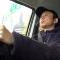 有吉弘行がラブドールとドライブデート 番組ロケに反響
