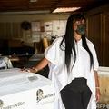米ロサンゼルスにあるボイド葬儀社のオーナー、キャンディー・ボイド氏(2021年1月14日撮影)。(c)Patrick T. FALLON / AFP