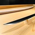 「奥出雲たたらと刀剣館」で展示され、人気となっている黒い刀=島根県奥出雲町(同町提供)
