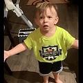 「ママがキスをしてくれなかった」と必死で訴える2歳児(画像は『Diana Simos 2019年10月3日付Facebook「VOLUME UP!! After Alexander's soccer practice i was in such a hurry to get back to work and my baby Alex was very upset he didn't get the proper goodbye.」)』のスクリーンショット)
