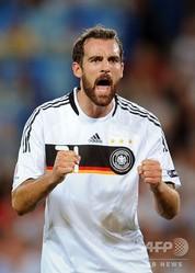 サッカー元ドイツ代表のクリストフ・メッツェルダー氏。写真はドイツ代表で出場した2008年の欧州選手権時(2008年6月19日撮影、資料写真)。(c)Pierre-Philippe MARCOU / AFP