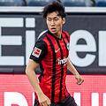 フランクフルトと契約延長のMF鎌田大地、他クラブからのオファーを明かすも「小さいステップアップは必要じゃない」