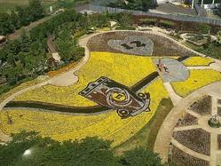 今年制作された「レッズ花壇」。2万株のビオラがクラブエンブレムを形作った。写真提供:東武動物公園