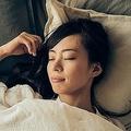 眠りが浅い人が熟睡できるコツ 首のくぼみに合った枕がオススメ