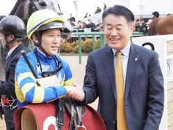【スプリングS】石川「馬の根性に助けられました」エメラルファイトが重賞初制覇!
