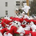 防衛大での棒倒し (Photo by REUTERS/Kim Kyung Hoon)