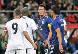 いよいよ日本代表はアジアカップが行なわれるUAEに向けて出発する。槙野のピッチ内外での活躍に注目だ。写真:茂木あきら(サッカーダイジェスト写真部)