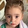 インフルエンザの合併症で視力に障がいが残った女の子(画像は『The Sun 2020年1月13日付「ROBBED OF HER SIGHT Unvaccinated girl, 4, goes blind and suffers brain damage after nearly dying from the flu」』のスクリーンショット)