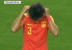 12日、観察者網によると、国際親善試合にネックレスを着けて出場した中国代表選手に対し、中国サッカー協会が1年間の中国代表入りを禁止する処分を発表した。写真はネットより。